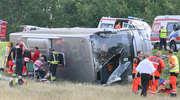 Wypadek pod Olsztynem. Po zderzeniu autobusu i samochodów osobowych kilkanaście osób jest rannych [ZDJĘCIA, AKTUALIZACJA]