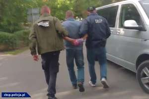 Zarobili 920 tysięcy euro na załatwianiu cudzoziemcom nielegalnego pobytu w Polsce. Podejrzanych wytropili policjanci z Olsztyna