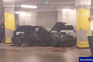 Rozpędzony wjechał w filar na parkingu. Samochód sam poinformował policję [VIDEO]