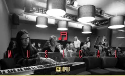 Musical improwizowany w Galerii Usługa