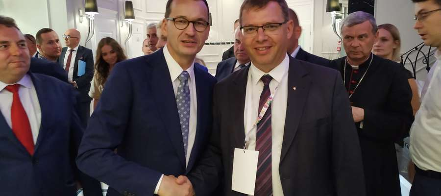 Premier Mateusz Morawiecki i  Artur Chojecki, wojewoda warmińsko-mazurski