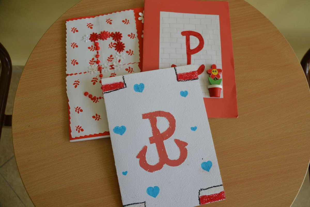 Uczniowie z Olsztyna wykonali piękne kartki dla powstańców