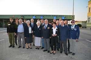 Francuscy kombatanci i polscy żołnierze AK z wizytą w Bezledach