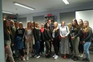 Uczniowie z Grunwaldzkiej spotkali się z pisarzem Michałem Rusinkiem