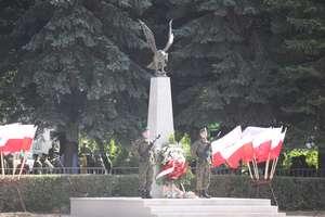 Pomnik Orła Białego i przelot samolotów na 25-leciu brygady. ZDJĘCIA, FILMY