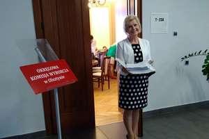 Komisja wyborcza sprawdza podpisy