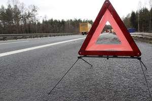 Dwie osoby trafiły do szpitala w wyniku czołowego zderzenia pojazdów na DK57. Droga w tym miejscu jest zablokowana!