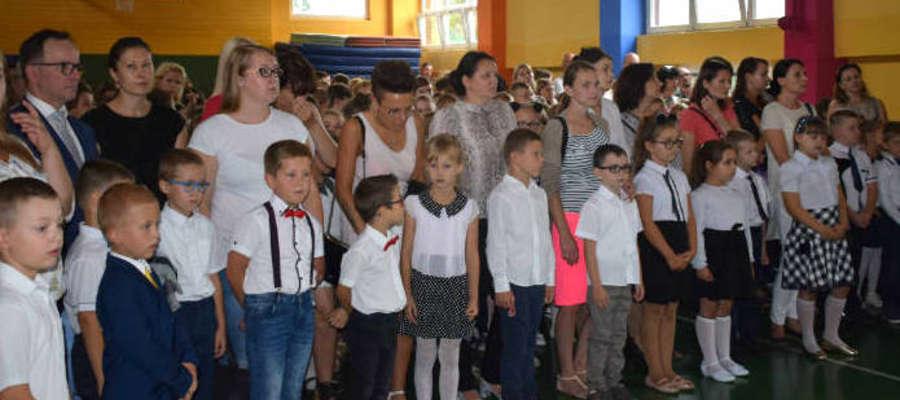 """W nowomiejskiej """"Jedynce"""", podobnie jak w innych szkołach rozpoczął się nowy rok szkolny"""