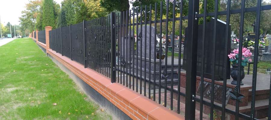 Dzięki pracom powiększyła się przestrzeń przed cmentarzem