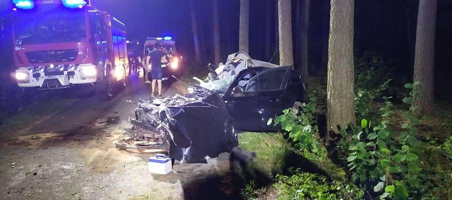 Siła uderzenia była tak potężna, że pojazd rozpadł się na kawałki