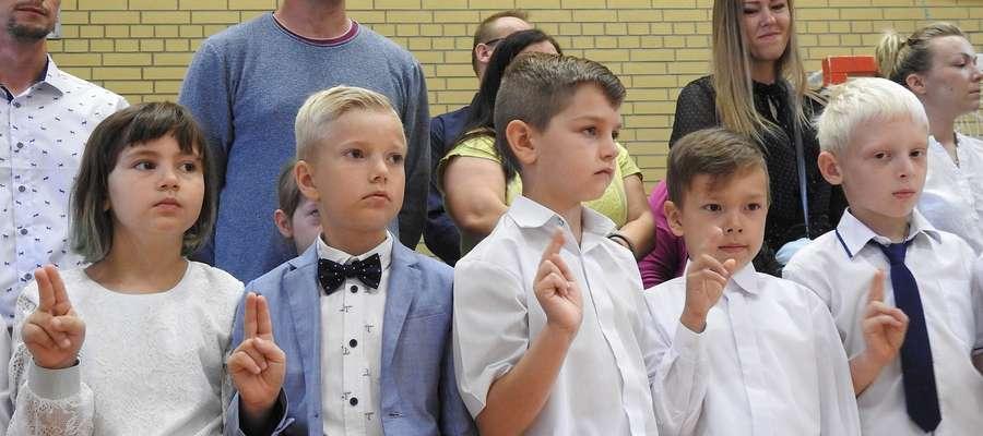 Dzieci z klas pierwszych złożyły ślubowanie.