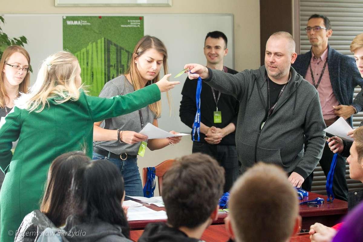 Podczas warsztatów młodzież wymienia się doświadczeniem