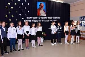 Święto Szkoły Podstawowej im. Jana Pawła II w Sokolicy. ZDJĘCIA