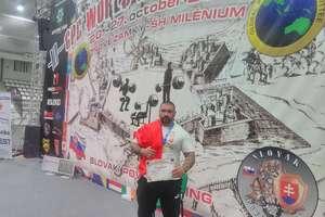 Z Ukrainy przywiózł złoto, a teraz ze Słowacji srebro mistrzostw świata w trójboju siłowym