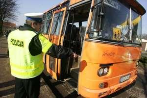 Kierowca autobusu był pod wpływem alkoholu i wiózł rano dzieci do szkoły