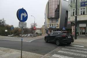Zamiast kilku kilkaset metrów. Absurd drogowy na mapie Olsztyna