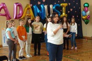 Dziś wszyscy jesteśmy rodziną Danusi. Zobacz zdjęcia i wideo z festynu charytatywnego w SP4