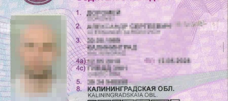 Kierowca samochodu podczas odprawy przedstawił do ontroli podrobiony dokument prawa jazdy