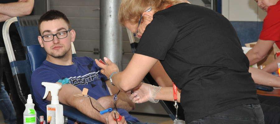 Akcje poboru krwi w straży cieszą się zainteresowaniem
