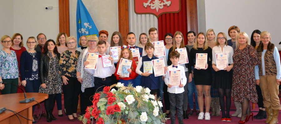 Pamiątkowe zdjęcie wszystkich uczestników konkursu (eliminacji powiatowych)