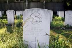 Brytyjski Attache Obrony na cmentarzu w Markajmach