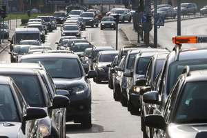 Kto powinien płacić więcej: kierowcy czy pasażerowie? [SONDA]