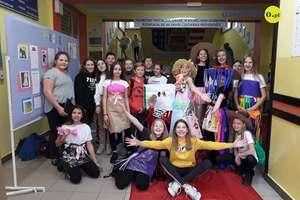 Pokaz mody ekologicznej w Szkole Podstawowej nr 2