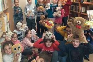 Obchody Dnia Pluszowego Misia w bibliotece  Zespołu Szkolno-Przedszkolnego w Bisztynku
