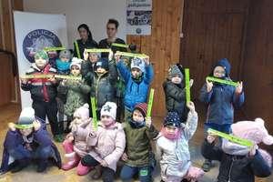 """Dzieci z Przedszkola """"U Misia"""" odwiedziły działdowskich policjantów"""