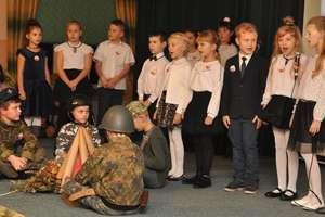 Obchody 101. rocznicy odzyskania niepodległości w szkole w Bratianie