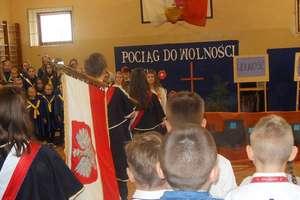Niepodległościowa akademia w szkole w Biskupcu