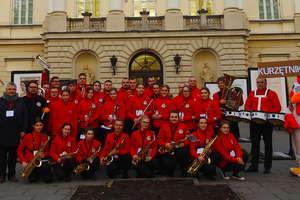 Młodzieżowa Orkiestra Dęta z Kurzętnika grała przed prezydenckim pałacem