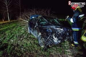 Dachowanie pod Stradunami - kierowca stracił kontrolę nad autem