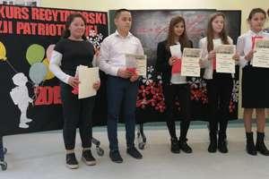 W Samborowie uczniowie z gminy Ostróda recytowali poezję patriotyczną