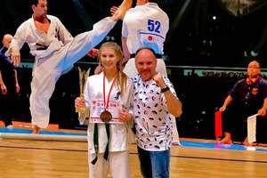 Sen o wiktorii się ziścił. Wiktoria Witkowska mistrzynią Polski juniorek w karate kyokushin! [ZDJĘCIA]