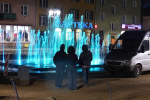 Na rewitalizowanym placu dokonano próbnego uruchomienia fontanny
