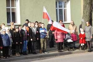 Święto Niepodległości w Bisztynku. Msza, podniesienie flagi i hymn