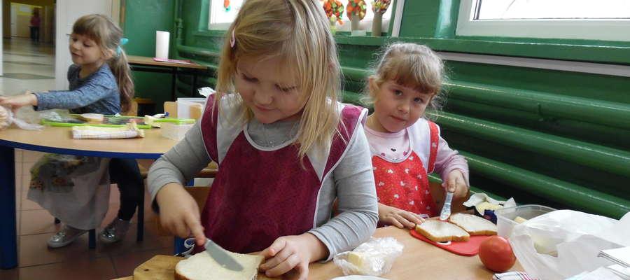 Uczniowie sami przygotowywali śniadanie