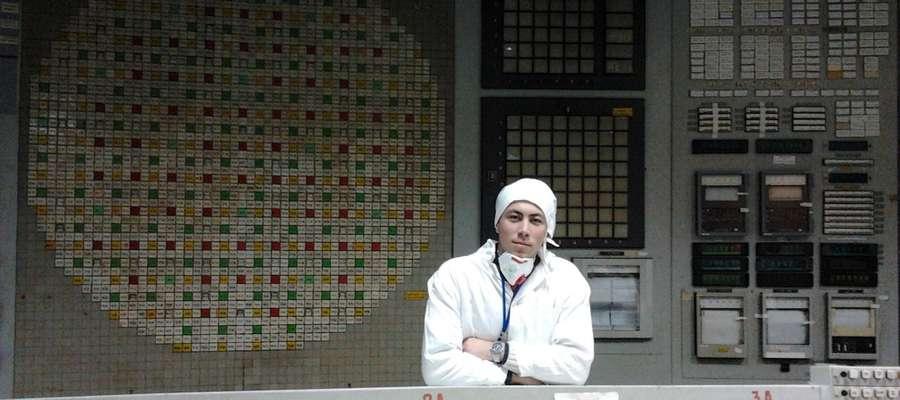 Sergiusz Smyk w sterowni bloku III elektrowni w Czarnobylu
