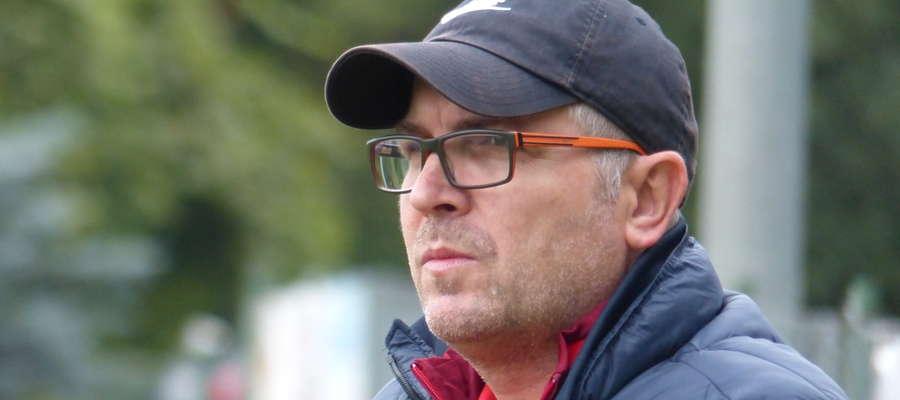 Trener Wojciech Tarnowski (GKS Wikielec) dziś po raz czternasty w tym sezonie może będzie się cieszył z wygranej swej drużyny. Rywal jest jednak wymagający - do Wikielca przyjeżdża wicelider Stomil II Olsztyn