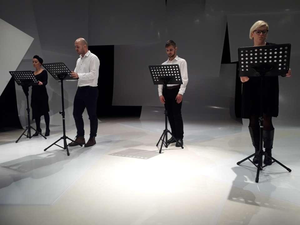 Aktorzy podczas czytania reportażu Łazarewicza