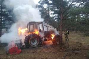 Podczas wykonywania prac pielęgnacyjnych zapalił się ciągnik