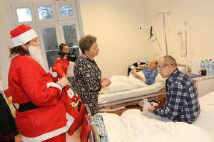 Wręczyli prezenty swoim pacjentom [ZDJĘCIA]