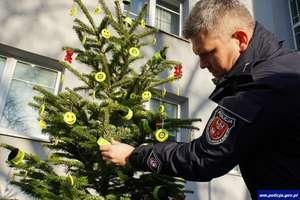 Rozbierzcie naszą choinkę na święta! Apel olsztyńskich policjantów