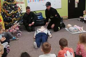 Przedszkolaki i uczniowie w Idzbarku wiedzą jak udzielać pierwszej pomocy [zdjęcia]