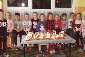 Piękne świąteczne świeczniki będą zdobić świąteczne stoły
