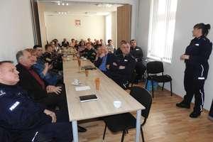 Seniorzy wzięli udział w debacie społecznej z policjantami