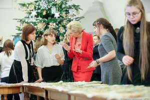 Uczniowie z Olsztyna wykonali ozdoby i przyozdobili choinkę w Pałacu Prezydenckim