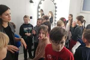 Uczniowie z wizytą u kosmetyczki