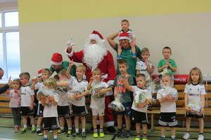 Mikołaj odwiedził dzieci trenujące w Legia Soccer Schools w Bartoszycach